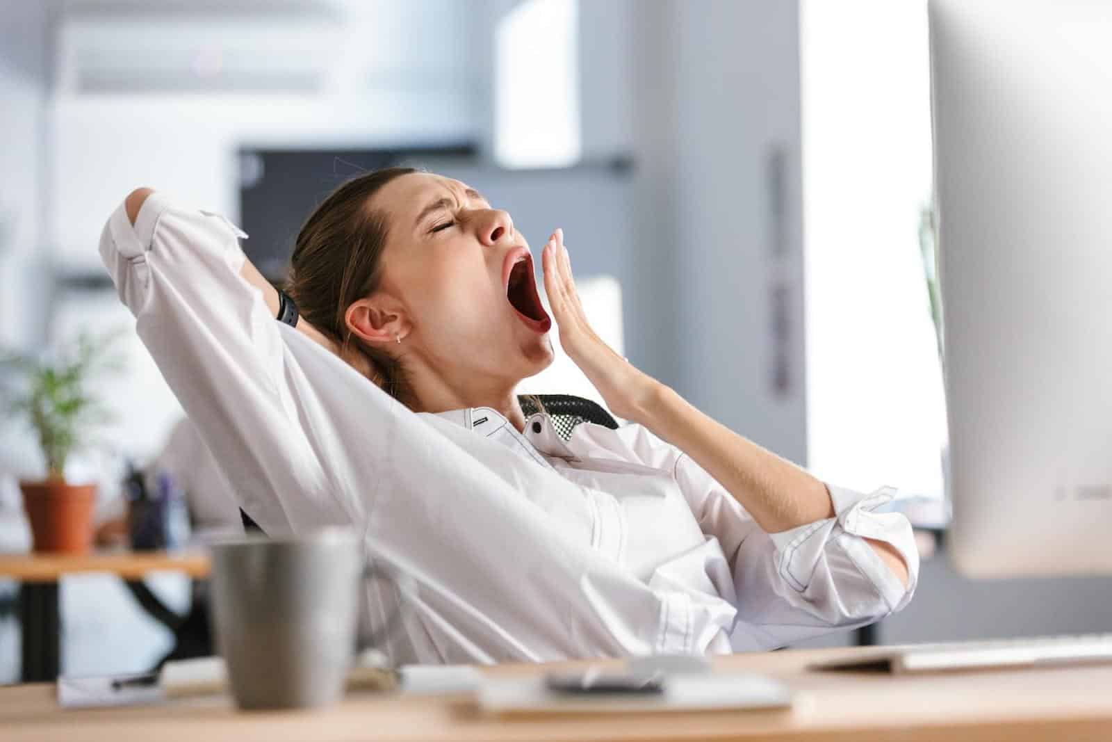 Brain fog: Woman yawning