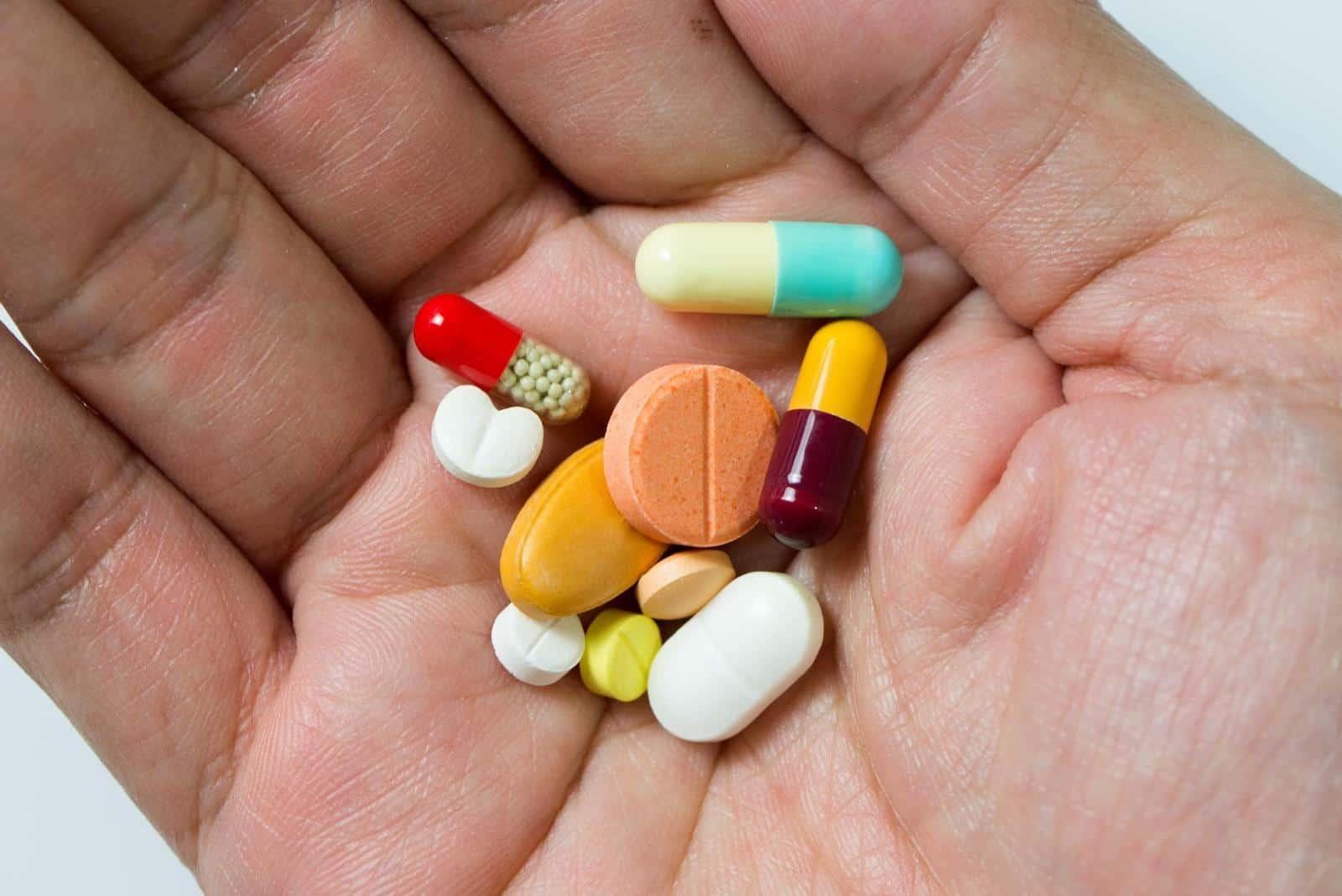 Shoulder arthritis: Hand full of different pills